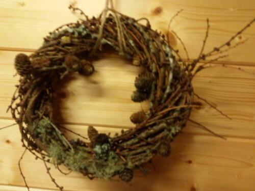 Larch and lichen wreath